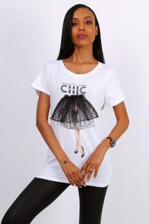 Λευκό t-shirt με μαύρη φούστα από τούλι