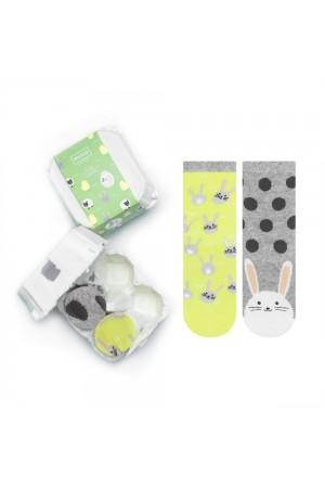 """Σετ των 2 παιδικές κάλτσες με θέμα """"Rabbits"""" σε αυγοθήκη"""